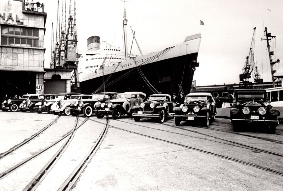 1967 - 12 Rolls-Royces unloaded from Queen Elizabeth liner to take part in pageant at Goodwood